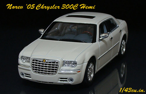 Norev_chrysler_300_ft1_2