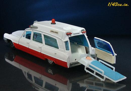 Dinky_cadillac_ambulance_5