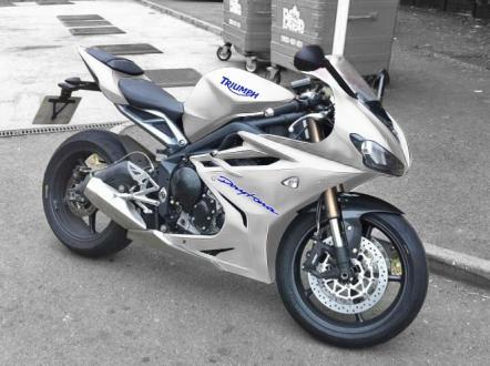 2013_Daytona675_White.jpg