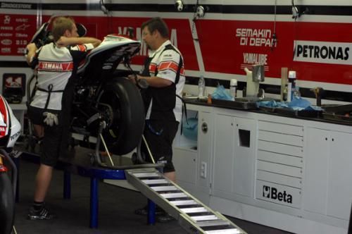 motogp_pit2.jpg