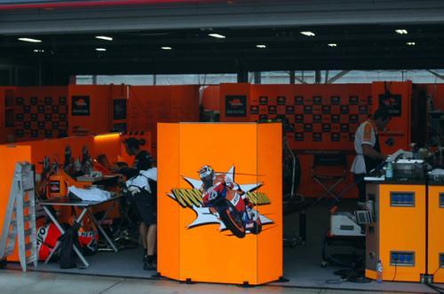 motogp_pit3.jpg