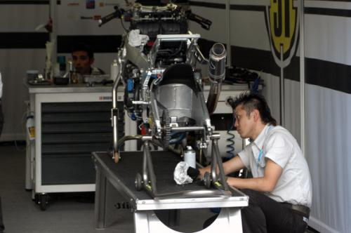 motogp_pit4.jpg