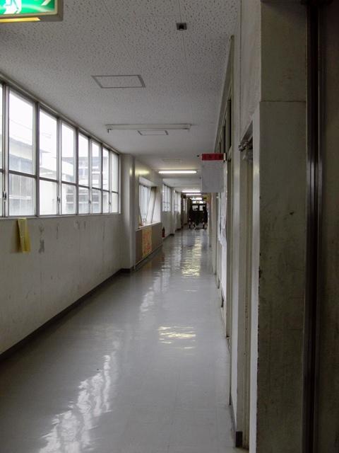 中学校廊下