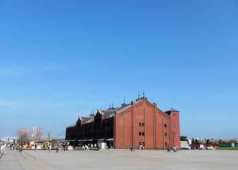 レンガ倉庫と青空