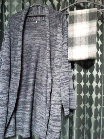 服とマフラー