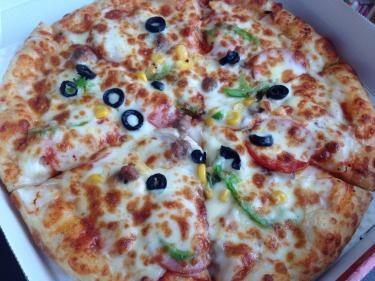 Mサイズのコンビネーションピザ。美味しく頂きました♡