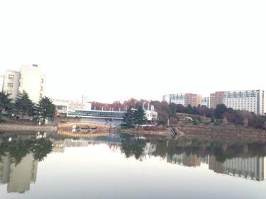 この湖も真冬は凍ってしまいます^^