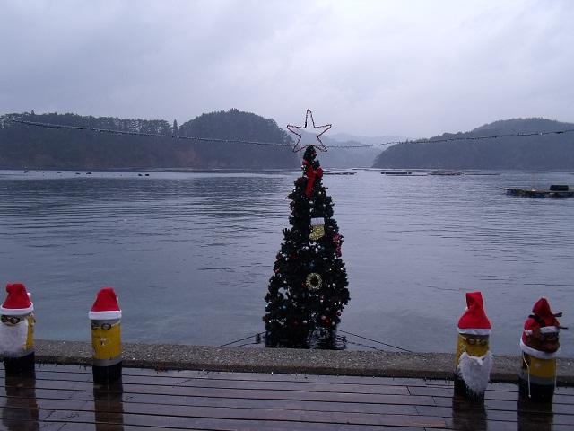 気仙沼 かき小屋 唐桑番屋 水上クリスマスツリー