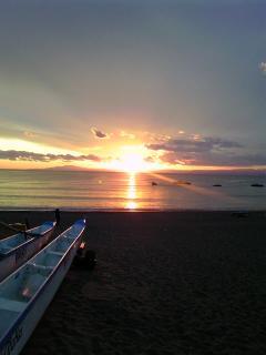 夕陽の光の道