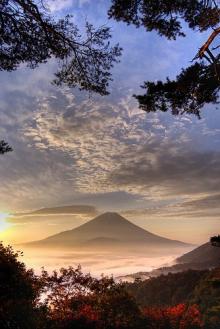 $はやぶさのブログ-神々しい富士山
