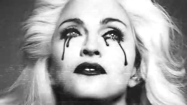 Screenshot-240p   128 kbit Madonna - Girl Gone Wild.mp4-2