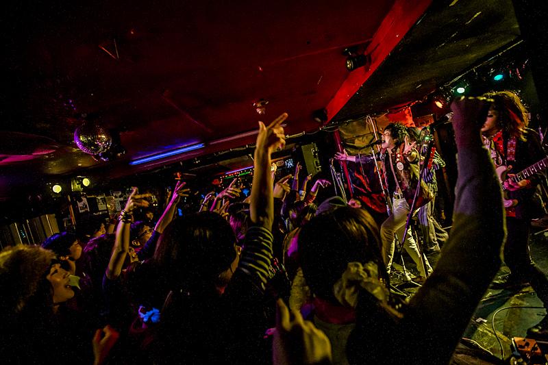 SHAKEtour2013-26.jpg