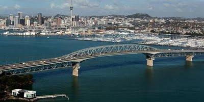 pay_6_on_harbour_bridge.jpg