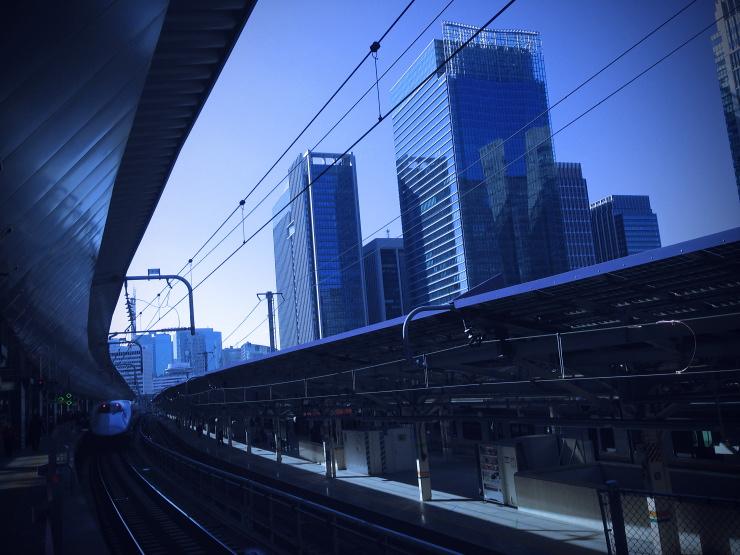 青い東京駅