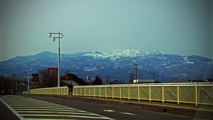 八木田橋から、吾妻山