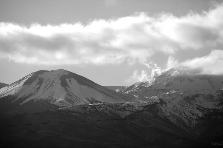吾妻小富士と一切経山の噴気