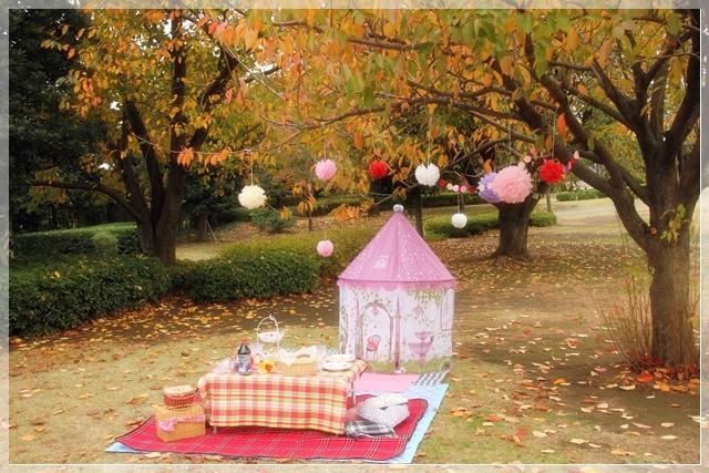 girls-picnic-2a.jpg