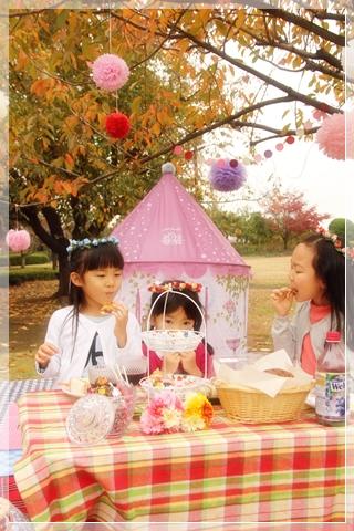 girls-picnic-2c.jpg