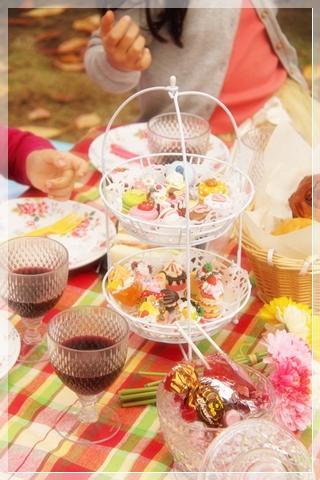 girls-picnic-2d.jpg