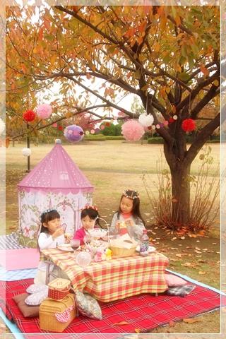 girls-picnic-2f.jpg
