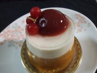 20110923ラヴィルリエ桃のケーキ1_convert_20110924232117