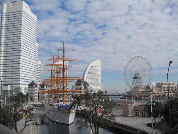 帆船と大観覧車