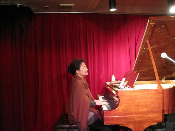 ピアノ合わせ中の坂下さん