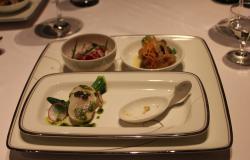 鮪のカルパッチョ、ホタテのキャビア添え、牡蠣のエスカベッシュ、フォアグラのムース
