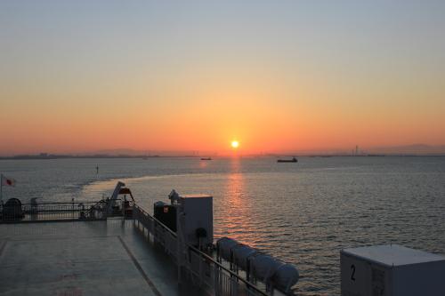 神戸港の朝日
