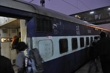 アグラ行きの電車