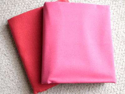 赤いリネンとピンクの帆布