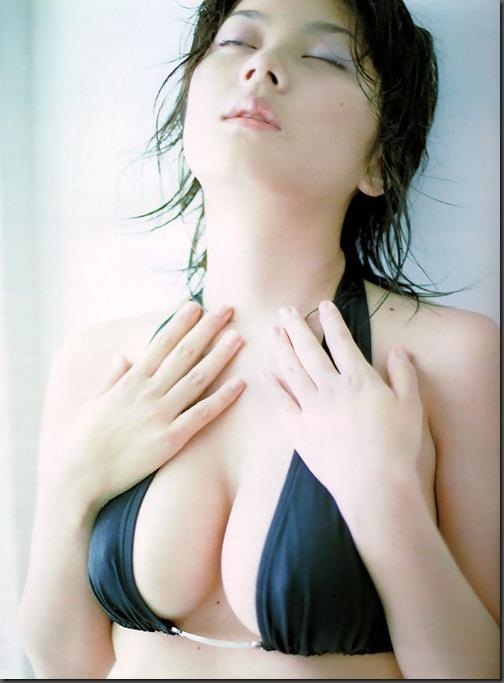 驚愕!【小池栄子(女優グラビア)(Eiko Koike-Deep Blue Bikini YouTube動画)】