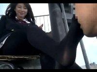 街で見かけた黒タイツ女子校生の足を見ていたら気付かれて蒸れた足の匂いを嗅がせてもらえたFC2Adult