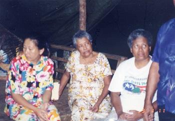 ベラウ・キッタレンの女性たち