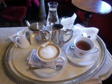 老舗カフェで優雅なひととき