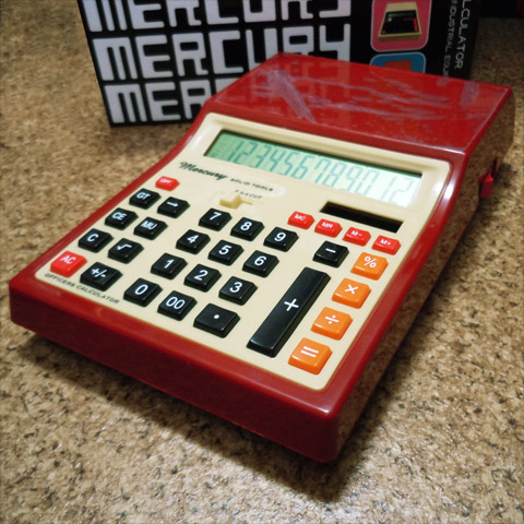 マーキュリーの赤い電卓