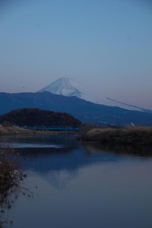 狩野川の夜明けの富士山