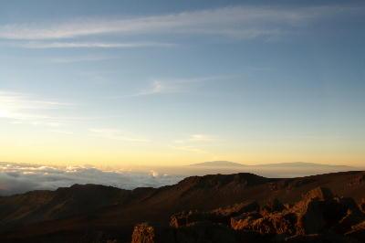 IMG_2952.jpg雲海に見えるハワイ島.jpg
