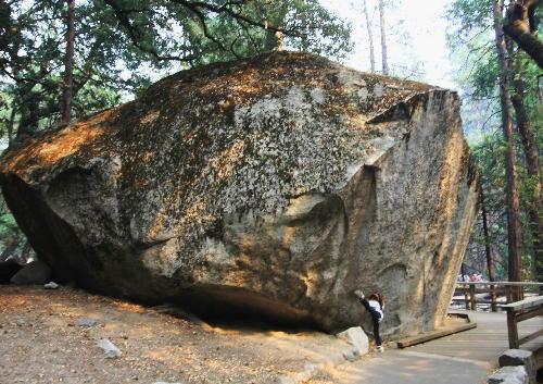 IMG_0453.jpg 巨岩-2.jpg