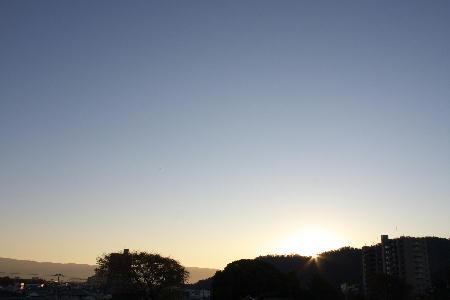 IMG_3759.jpg 11.20-6.51-日の出.jpg