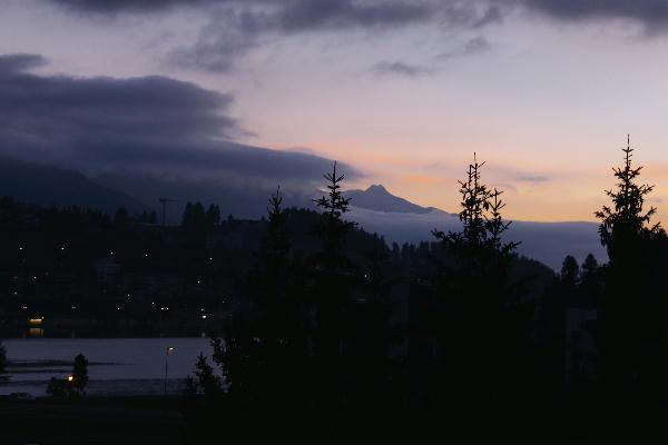 IMG_4703.jpg ホテルの窓から朝-703-3333.jpg