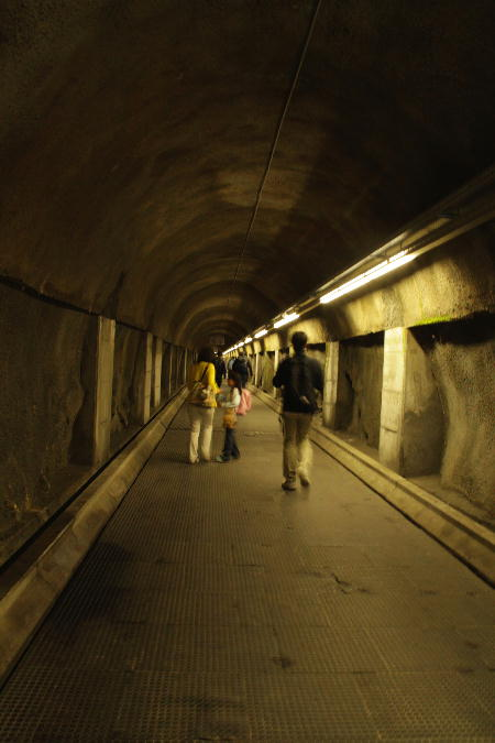 IMG_5830.jpg 地下ケーブルカーの駅へ-830-3333.jpg