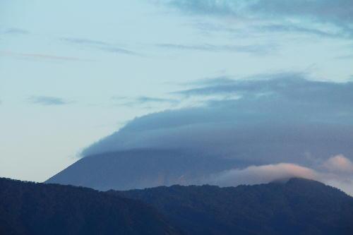 IMG_0478 10.8-5.58-今朝の富士山.jpg