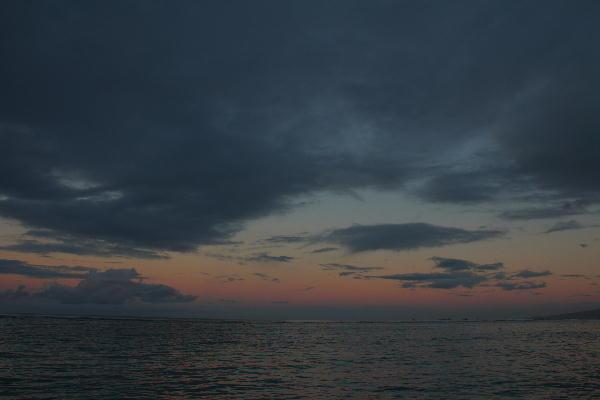 IMG_8225.jpg 夜明けのワイキキビーチ-225-3333.jpg