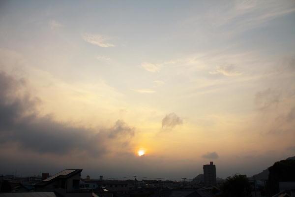 IMG_8956.jpg 8.18-5.42-日の出1.jpg