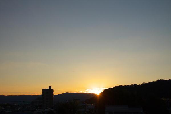 IMG_0689.jpg 10.26-6.16-日の出.jpg