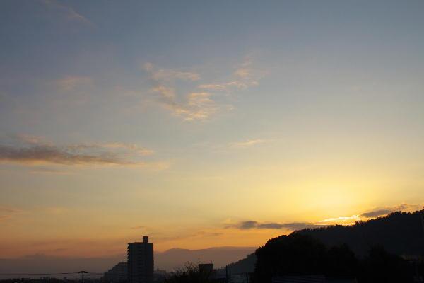 IMG_0980.jpg 11.16-6.44-日の出.jpg