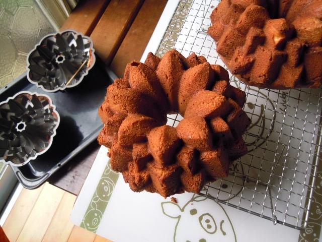 冷却中のポテトケーキ