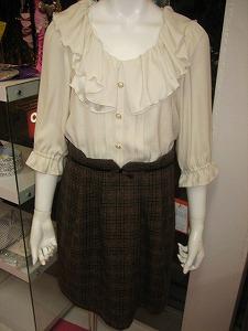 Netshopブラウス×茶色スカートまえ