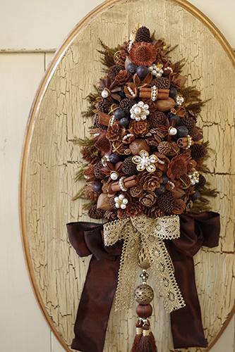 木の実とスパイスのツリー型アレンジメント
